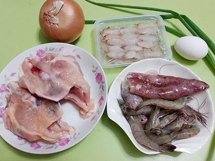 Chuẩn bị nguyên liệu nấu súp hải sản